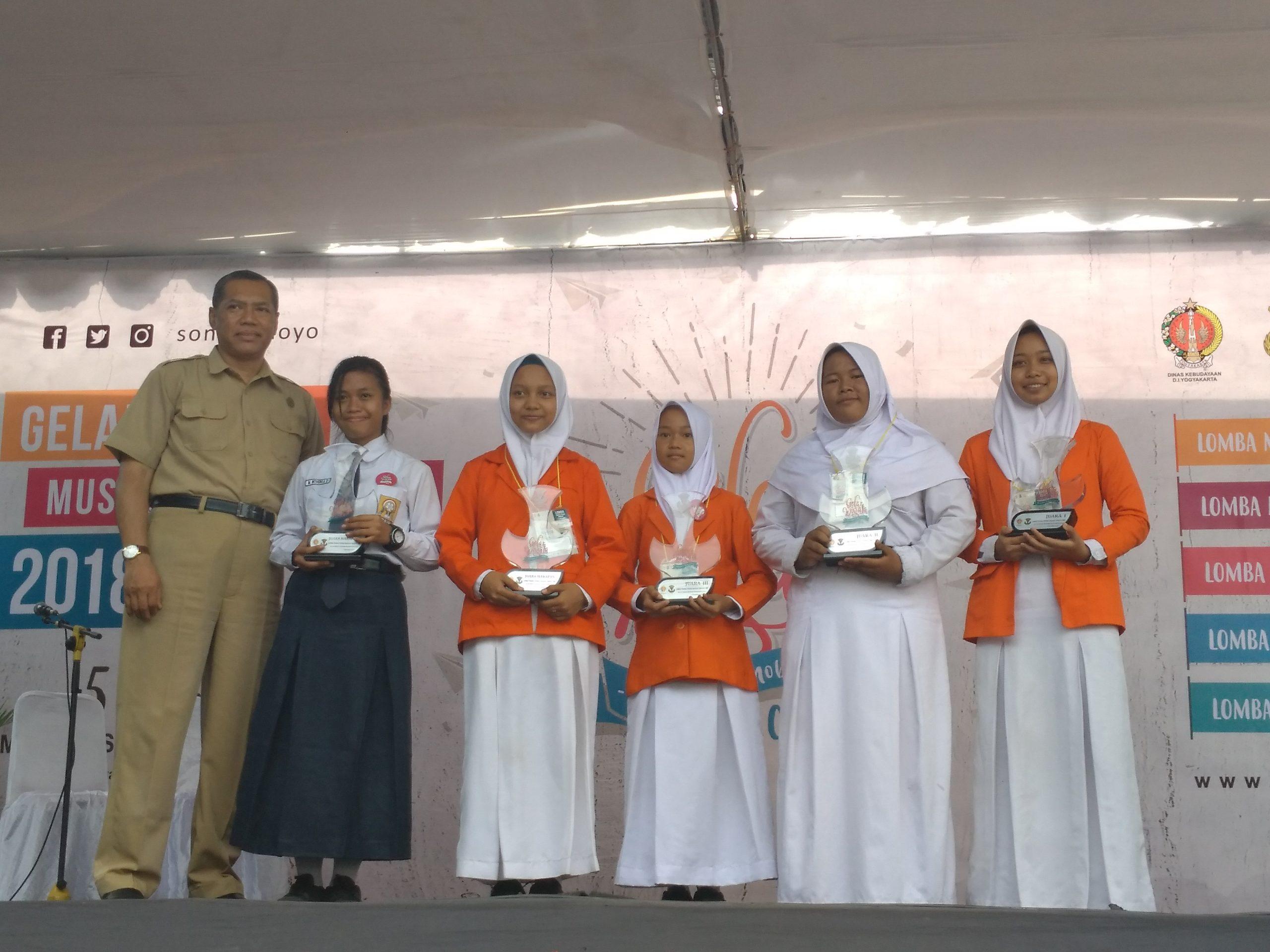 Lomba Melukis Motif Batik dan Lomba Transliterasi Naskah Tingkat SMP
